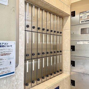 【共有部】メールボックスはダイヤル施錠式。