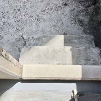 この階段の先には・・・