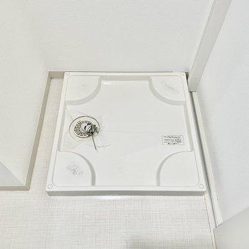 同じスペースに洗濯機置き場があります。