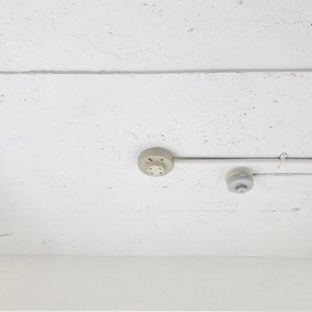 無造作な天井がお洒落。照明はどんなのをつけようかなあ。