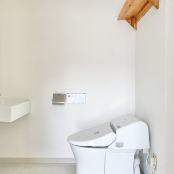 トイレの上の棚にはストック類を!