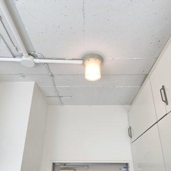 玄関にポッと灯る照明がかわいい◯