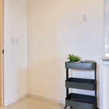 冷蔵庫やレンジなど、家電を置けるスペースもしっかり確保。