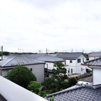 周辺はのどかな住宅街が広がっています。