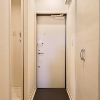 玄関はゆったりとした雰囲気に。