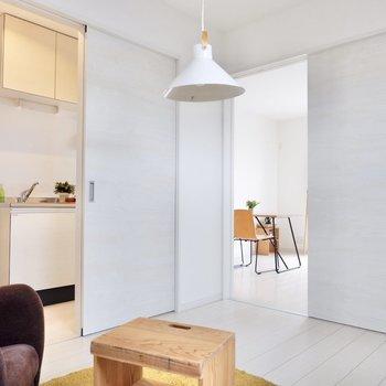 【洋室】リビングやキッチンに繋がっていますよ。