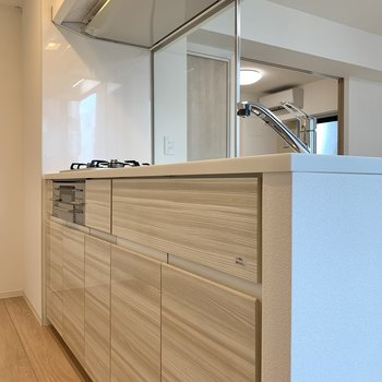 【LDK】大きな鍋や調理器具をスッキリしまえるキッチン。
