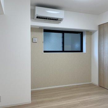 【洋室】エアコンがあるため。快適に眠れます。