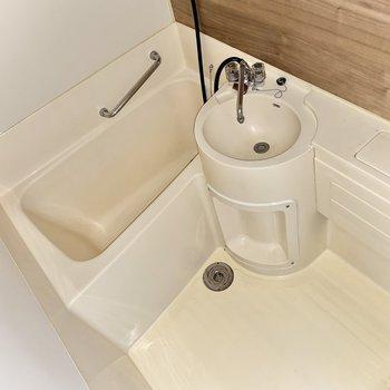 浴室はホテルライク。バスタブは少し小さめです。