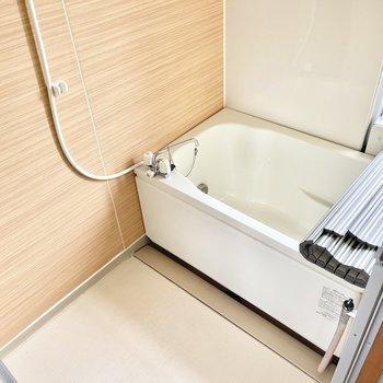 お風呂は追い焚き付き。小窓もあるので換気もしっかりできますね○