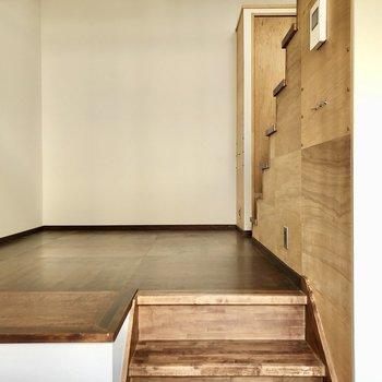 寝室はロフトにするとして重厚感のあるソファなどを置きたい!(※写真は同間取り別部屋のものです)