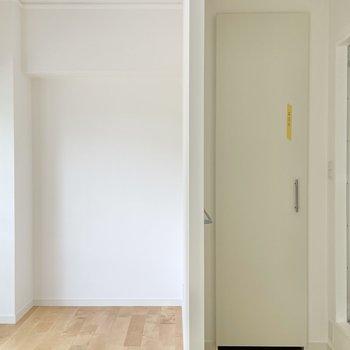 くるっと。お部屋には1つ壁の隔たりが・・!おかげで浴室まわりの目隠しにもなっています◯