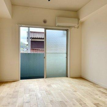 バーチの床なので、お部屋全体が明るくなりますよ。(※写真はイメージです)
