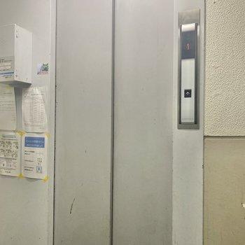 お部屋まではエレベーターでスイスイです!