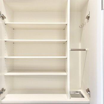 全部で8段あるので、靴たちをすっぽり、全部入れちゃえそう。(※写真は15階の同間取り別部屋のものです)