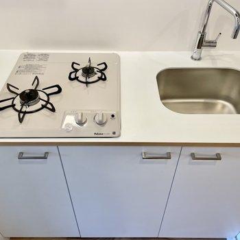白くて清新な雰囲気のキッチンです。
