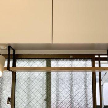【LDK】窓際の木の棚に何を置こうかな。