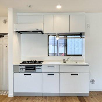【LDK】自慢のグリル付きの3口ガスコンロ付きキッチン。