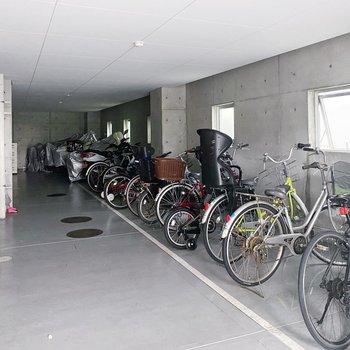駐輪場は屋根付きです◯