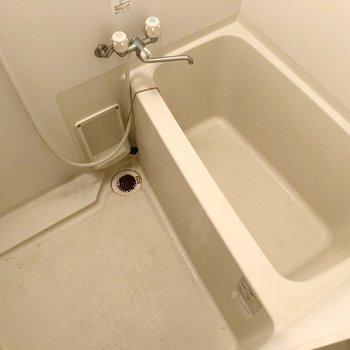 お風呂にはお湯はり機能付きです。(※写真は反転間取り別部屋のものです)