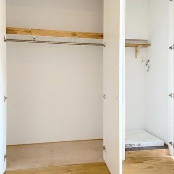 収納と洗濯物置き場が隠れていました。 ※写真は2階の別部屋のものです