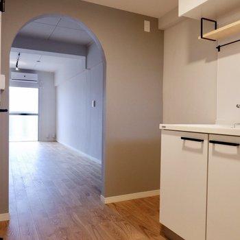 左側に冷蔵庫を設置できますね。