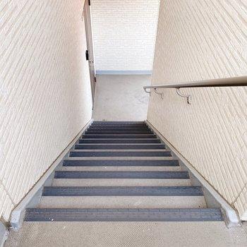 お部屋までは階段。頑張りましょう!