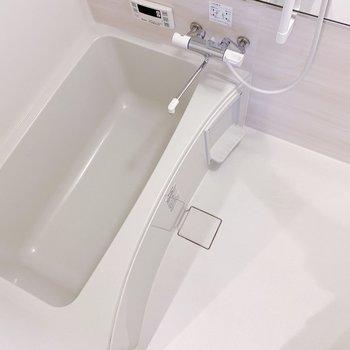 お風呂は広め。シャンプーラック付きです。