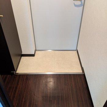玄関スペースはゆとりがあり身支度がしやすいですよ。