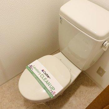 トイレにはコンセントがついているので、ウォシュレットの後付可能です。 (※写真は2階の反転間取り別部屋のものです)