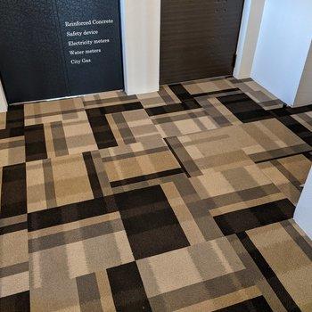 床はカーペット敷きなので足ざわりが柔らかいです。