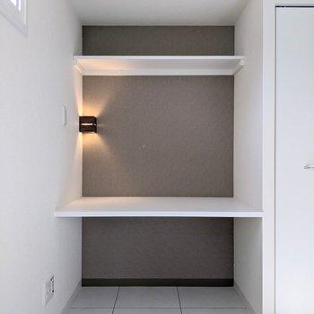 3段の棚があります。本を並べたりインテリアを飾ったり用途は多様そうです◎
