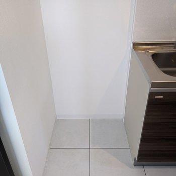 キッチン横には冷蔵庫用のスペースがあります。