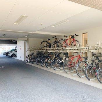 駐輪スペースは屋根下!天気が悪い日もこれなら安心◯