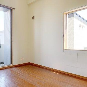 2面採光は角部屋の特権ですよ◯(※写真は3階の反転間取り別部屋のものです)