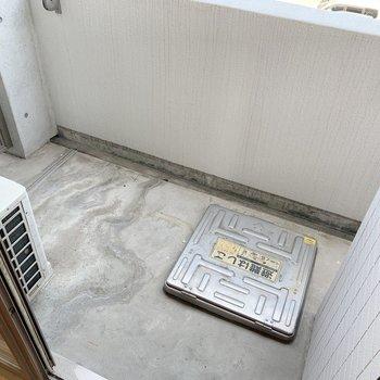 洗濯物たくさん干しておけそうです。(※写真は3階の反転間取り別部屋、清掃前のものです)