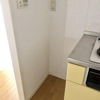隣に冷蔵庫置けそうですがサイズはお気をつけて!