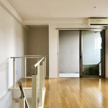 洋室も2面彩光!しかもこちらにもエアコン付き!