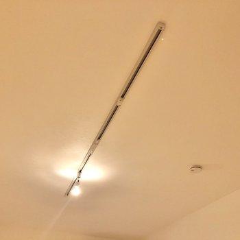 居室の照明はライティングレール。お好きな照明を飾ってくださいね。※写真は前回募集時のものです