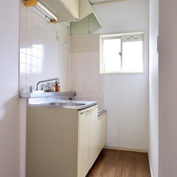 キッチンにも小窓があり、換気ラクラク、明るさ良好。