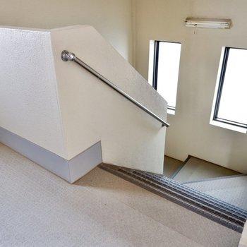 階段も同じく。
