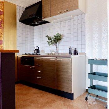 【LDK】ワイドなデザインでタイルがカワイイキッチンです。