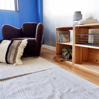 【洋室】優しいブラウンの家具がいい感じです。