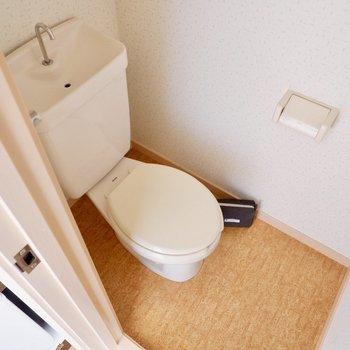 お手洗いは別室にあります。