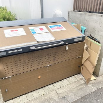 ゴミ捨て場も敷地内に。