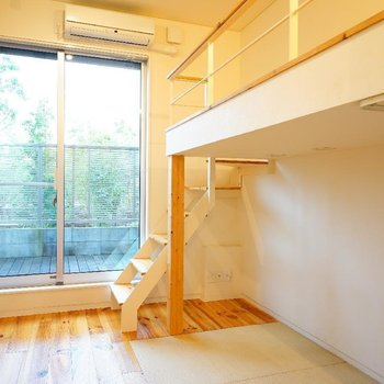 無垢と畳のコラボ◎ ※写真は1階の同間取り別部屋のものです