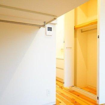 ロフト下は収納になります! ※写真は1階の同間取り別部屋のものです