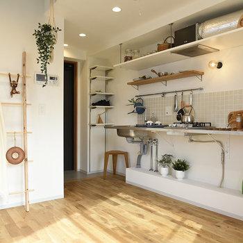 視線をずらせばワイドでかっこいいキッチン!