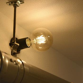 配管とむき出しの電球ってなんでこんなにかっこいいのかな。