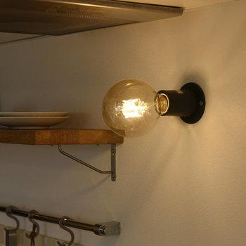 丸電球がアクセント。
